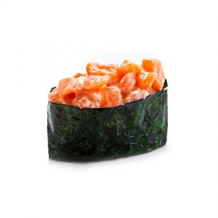 Спайси гункан с лососем